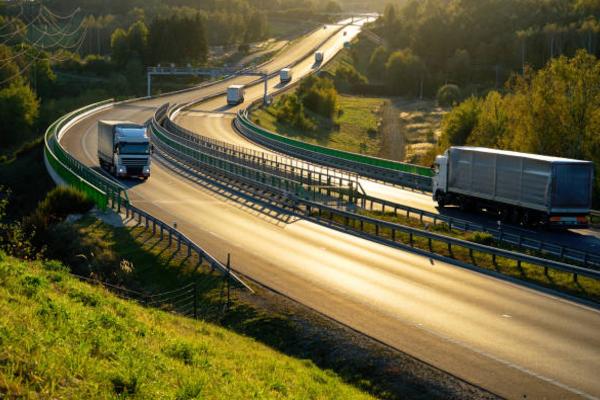 Nguyên tắc vận hành xe tải và kinh nghiệm lái xe an toàn