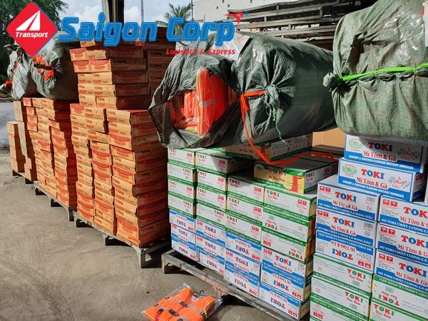 Vận chuyển hàng tiêu dùng hàng nhu yếu phẩm